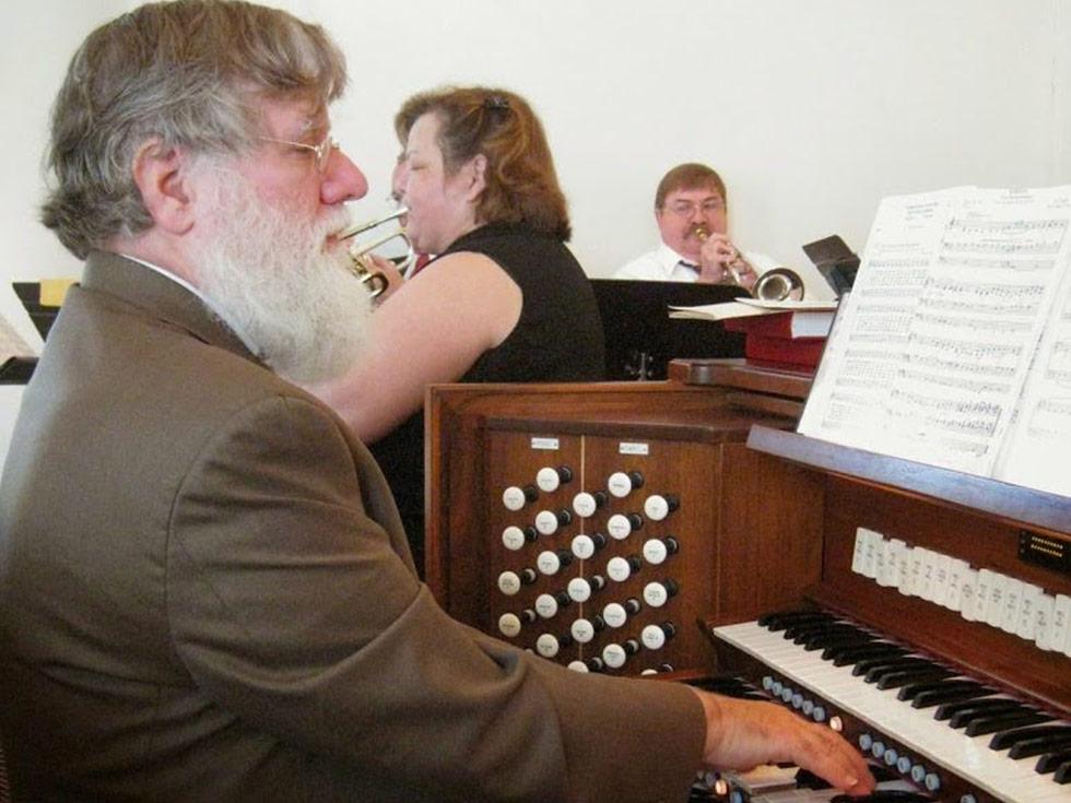Organist Charlie Confer